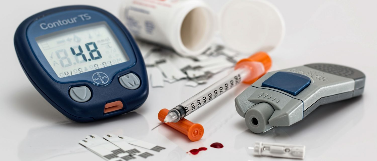 Is it true that you can pick up a glucometer for free from a pharmacy and what are some tips to keep my dog's blood glucose curve regulated?